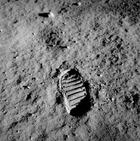 Apollo_11_bootprint(1)_kicsi