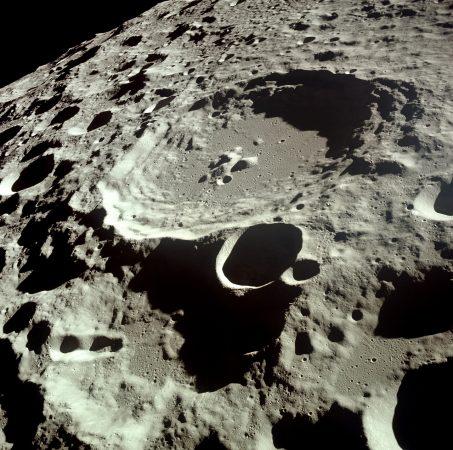 Moon_Dedal_crater_kicsi