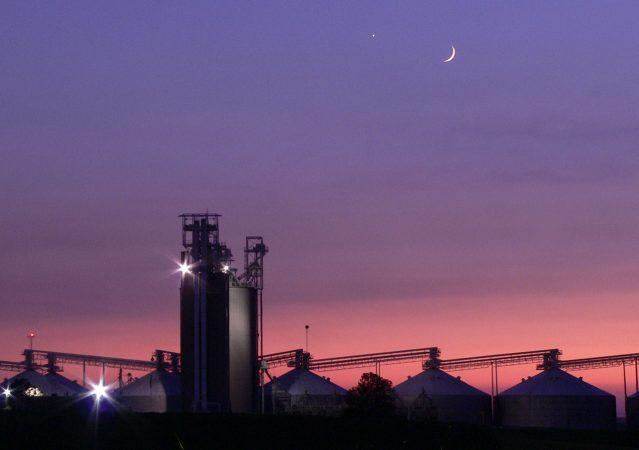 Sunset_at_Grain_Elevator_012_Cropped_more_kicsi
