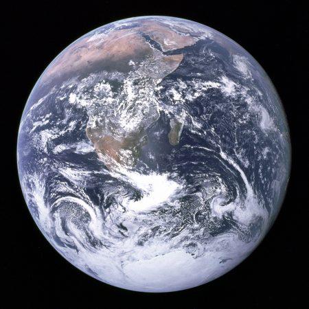 The_Earth_seen_from_Apollo_17_kicsi